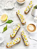 Zitronen-Baiser-Eclairs