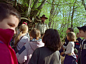 School children with ranger in the Eifel National Park, Walderlebniszentrum Gemuend, Eifel, North Rhine-Westphalia, Germany