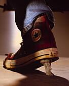 Schuh klebt an Kaugummi