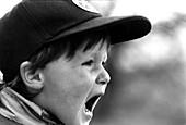Schreiender kleiner Junge