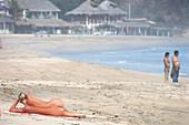 Nackte Frau am Strand, Playa Zipolite, Puerto Angel Oxaca, Mexiko