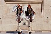 Evzonen-Garde, Grabmal Unbekannten, Soldaten vor Parlament Athen, Griechenland