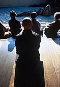 Meditierende Besucher, Japan