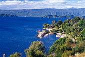 Blick auf Seeufer am Lago Villarrica, Chile, Südamerika, Amerika