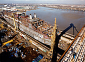 Queen Mary 2, Shipbuilding industry, Shipyard in Saint-Nazaire, France