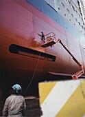 Queen Mary 2-Varnishing-Shipyard in Saint-Nazaire