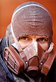 Queen Mary 2-Dust mask-Shipyard in Saint-Nazaire, Buch Seite 29