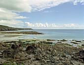 Strand und Kuestenlandschaft, Kennack Sands, Suedengland, England, Grossbritannien