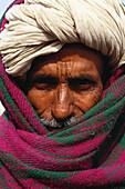 Old man with turban, Rajasthan, India, Asia