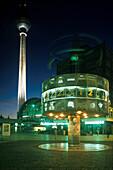 Alexanderplatz, Weltzeituhr, Fernsehturm Berlin, Deutschland