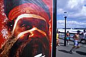Jogging, Aborigine auf Plakat, Darling Harbour, Sydney NSW, Australien