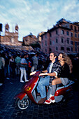 Vespafahrer, Piazza d´Espagna, Rom Latium, Italien