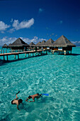 Wasserbungalows, Hotel Moana Beach , Matira Point, Bora-Bora Franzoesisch Polynesien