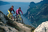 Mountainbiketour durch die Berge, Gardasee, Trentino Italien