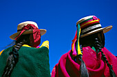 Local Indian women in traditional dress, Folklore, Peru, South America