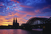 Cologne cathedral and the Hohenzollern bridge, Hohenzollernbuecke, in the evening light, Cologne, North Rhein Westphalia, Germany