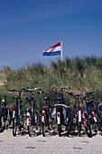 Fahrraeder am Strand, Katwijk aan Zee, Niederlande