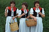 Winzerfest, Weinbaeuerinnen, Mosel, Rheinland-Pfalz Deutschland