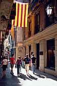 Narrow Street Barcelona, Narrow street in Barri Gotic, Old City, Barcelona, Catalonia, Spain