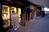 People at shopping mall Corso d´Italia, Cortina D´Ampezzo, Dolomites, South Tyrol, Italy, Europe