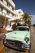 Vintage car at Ocean Drive, South Beach, Miami, Florida, USA, America