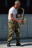 Street musician, Chicago, Illinois, USA