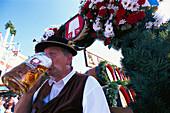 Drayman, Einzug der Wiesnwirte, Drayman drinking a mass of beer, Munich