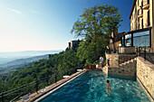 Frau im Pool, Hotel dei Capitani, Montalcino, Toscana, Italien