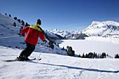 Skifahrer bei der Abfahrt, Kopssee, Wirl in der Nähe von Galtür, Tirol, Österreich