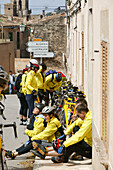 Radfahrer machen Pause, Randa, Mallorca, Balearen, Spanien