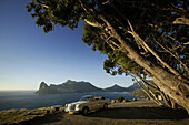Old Mercedes Benz on viewpoint over Hout Bay, Chapmans Peak Drive from Hout Bay to Noordhoek, Cape peninsula, Western Cape, South Africa
