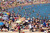 Crowd on the beach at the weekend, Playa de la Mar Bella, Barcelona, Spain, Europe