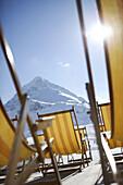 Striped deck chairs on mountain station, Kuehtai, Liegestuehle, Hintergrund Hohe Mut, Kuehtai, Tirol, Oesterreich Tyrol, Austria
