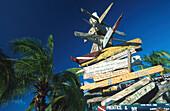 Von Tauchgaesten hinterlassene Schilder, Cayman Brac Reef Resort Cayman Islands, Karibik