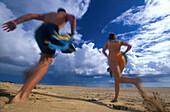Paar, Sport am Strand, Porto Santo bei Madeira Portugal