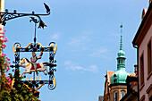 Schild an einem Haus, Baden-Baden, Baden-Württemberg, Deutschland, Europa