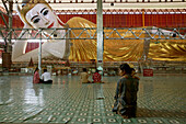 Chaukhtatkye Buddha, Yangon, einer der groessten liegenden Buddha Statuen, Kyaukhtatgi, Rangun one of the largest reclining Buddhas