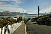 Ruhige Strasse in der Hafenstadt Lyttelton, Banks Halbinsel, Südinsel, Neuseeland, Ozeanien