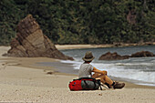 Scotts Beach, Heaphy Track NZ, Lonely hiker at Scotts Beach, Kahurangi National Park, New Zealand, Frau am Meer
