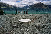 Deserted lakeside near Queenstown, desolate, deserted, waterfront, table and chairs, Menschenleer