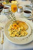 Luxury breakfast, Peace and Plenty, Ueppige Luxus Fruehstueck, food, New Zealand, scrambled egg breakfast, Peace and Plenty Inn, New Zealand