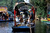 Auf den Kanaelen von Xochimilco, Mittelamerika Mexico