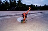 Kinder surfen am Strand, Childs surf on the beach