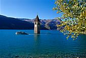 Versunkener Kirchturm im Reschensee, Südtirol, Italien, Europa