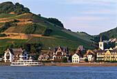 View of Assmannshausen, From opposite shore Rheingau, Hesse, Germany