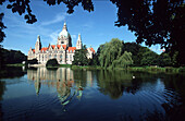 View over Lake Maschsee to Neues Rathaus new city hall, , Hannover, Lower Saxony, Germany