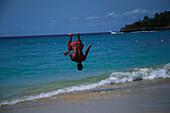 Akrobatik am Strand, Dominikanische Republik Karibik