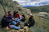 Walkers, Mount Kosciuszko, peak, Alpine country Kosciuszko National Park, Kosciusko Hoch-Plateau, 2000 Meter Hoehe Australiens hoechste Berg