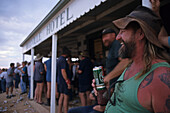 Drinking at the famous Birdsville Pub, race weeken, Australien, Queensland, Birdsville Hotel, drinking weekend