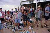 Drinking at Birdsville Pub, race weekend, Australien, Queensland, drinking at Birdsville pub at annual Birdsville races in outback